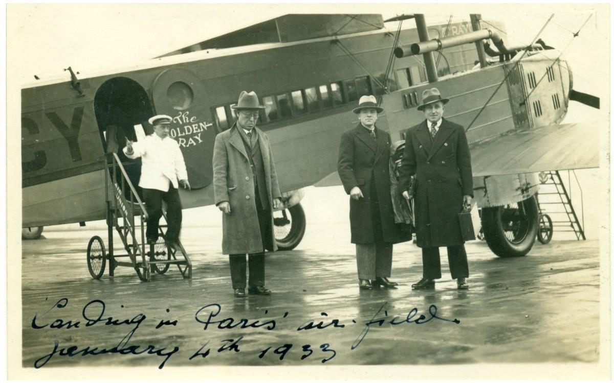 제네바 군축회의 참석차 런던에서 제네바로 향하는 도중 파리비행장에 내린 이승만 (1933년 1월 4일)<br />