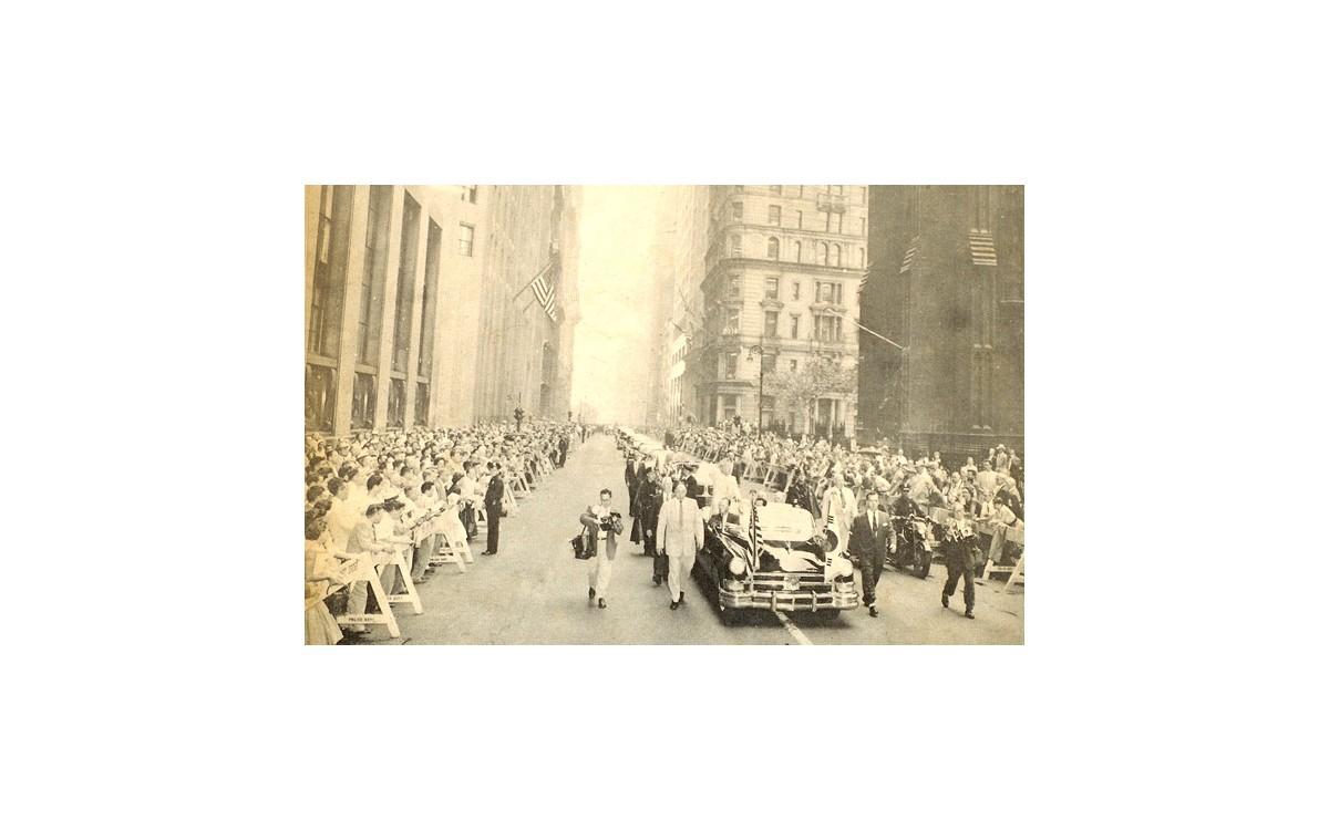 1954년, 국민소득 70불 세계 최빈국 코리아...그런 나라의 국가수반을 성대하게 환영하는 뉴욕의 풍경.<br />나라는 찢어지게 가난하고 약했지만 한 사람의 뛰어난 지도자가 국격을 얼마나 올려 놓을 수 있는지 이 한 장의 사진만으로도 충분하다.