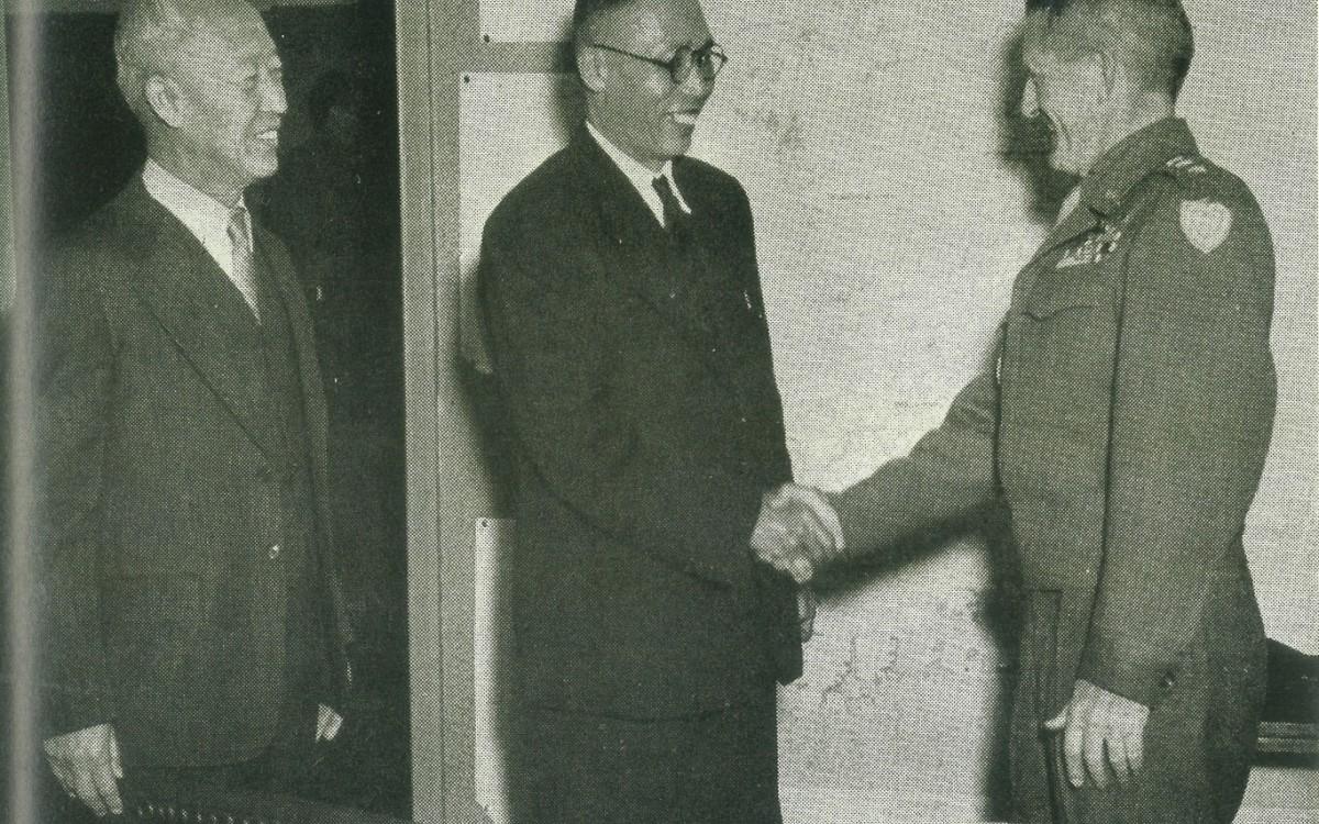 하지중장, 김구와 함께 (1945년11월24일)<br />
