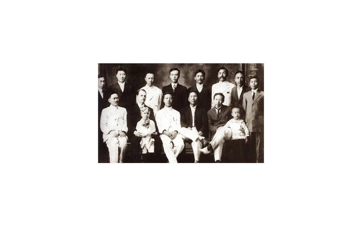하와이 한인사회 지도지들 (1913년)<br />하와이에서 활동 중 이승만 박사 환영식에 참석한 독립운동가 고석주 선생(뒷줄 우측 세번째)
