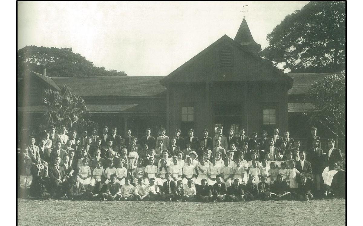 1913년 이승만이 원장직을 맡은 한인중앙학원의 학생과 교직원 일동<br />첫번째 줄 좌측에 이승만