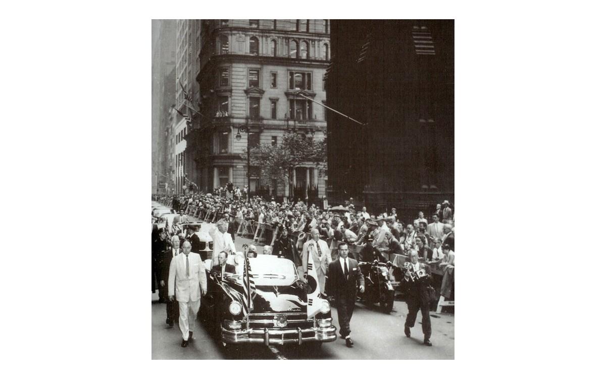 국빈자격으로 방미. 브로드웨이에서 카 퍼레이드 (1954년 8월 2일)<br />