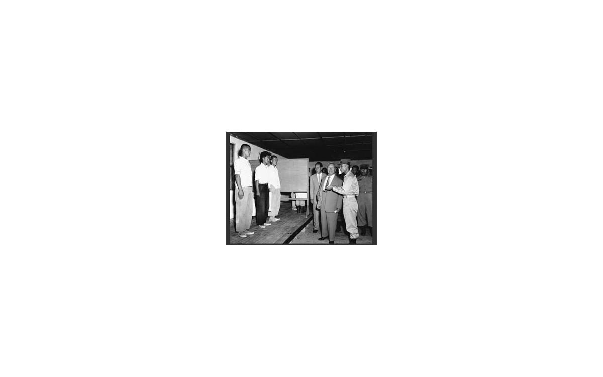 논산훈련소를 시찰하는 이승만 대통령 (1959년 9월 19일)<br />