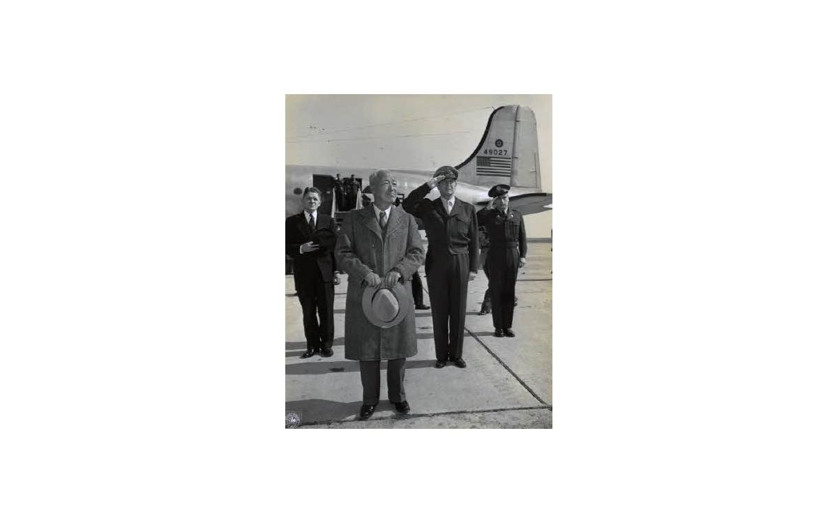 일본 하네다 공군기지에 도착한 이승만 대통령 (1948년)<br />