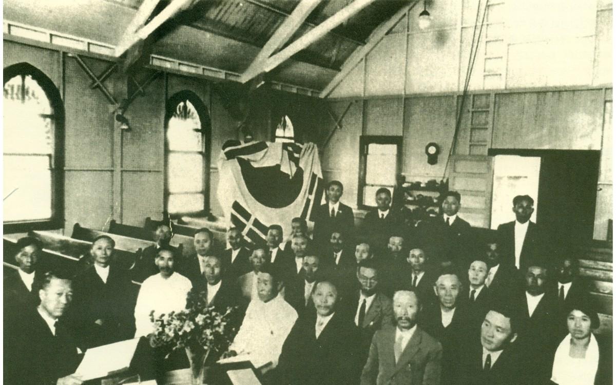 하와이 대한인동지회 대표 모임 (1924년 11월 23일)<br />이승만의 독립운동을 지원하기 위하여 결성되었다. 1924년 11월 대한인동지회는 이승만을 종신 총재로 선출하였다.