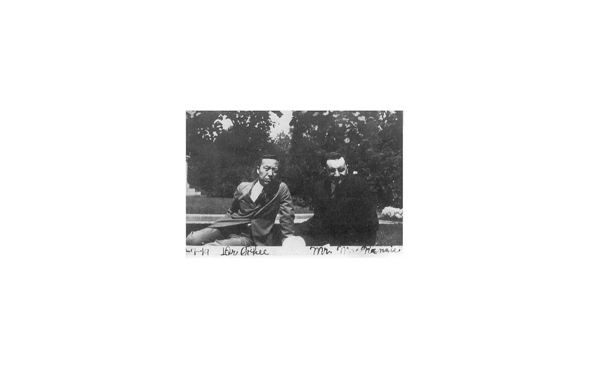캐나다 출신의 영국 [데일리 메일]지 기자 맥켄지와 이승만 (1919년 7월)<br />맥켄지는 일제의 질곡에 시달리는 한국인의 처지에 깊은 동정을 갖고 있었다.