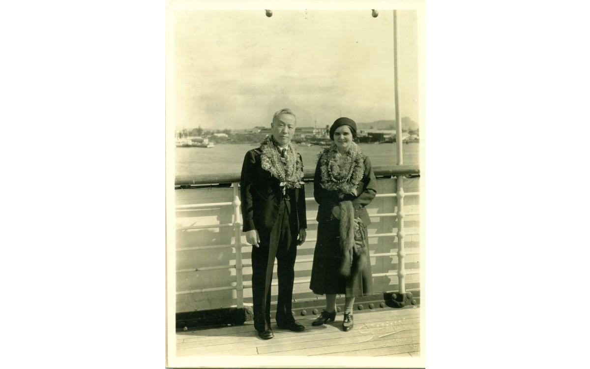신혼여행을 마치고 호놀룰루항에 도착한 이승만 부부 (1935년 1월 24일)<br />