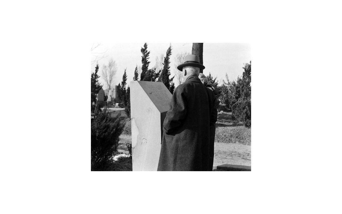 평생 스승인 헐버트선교사 양화진 묘지 방문 (1957년 2월 17일)<br />