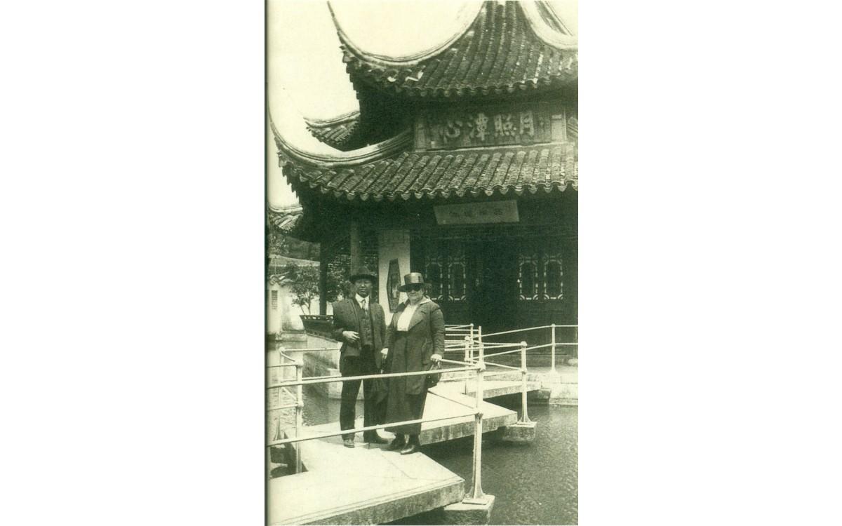 이승만 중국 소주 관광시 크로프트 목사 부인과 함께 (1921년 5월 24일)<br />