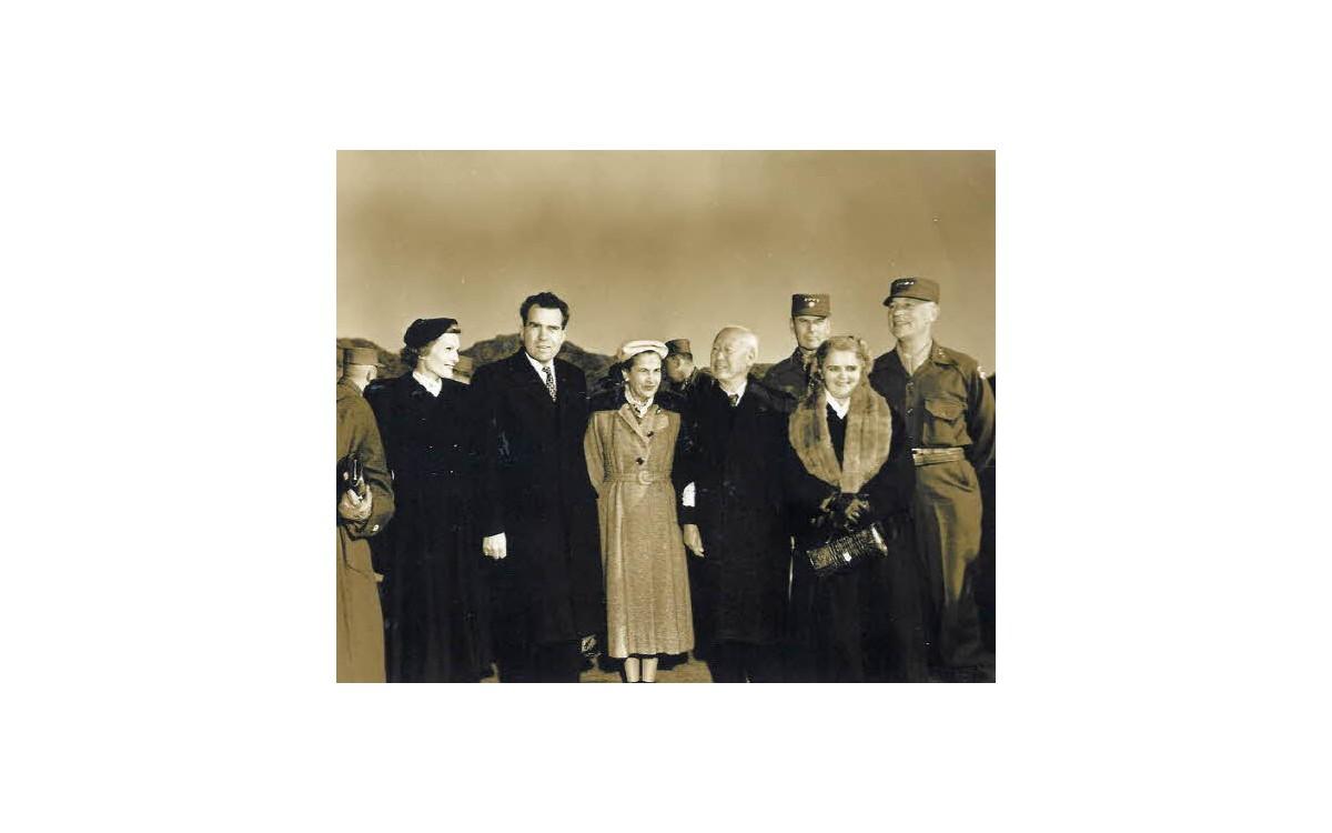 방한한 닉슨 부통령과 미국 장성들 (1953년)<br />