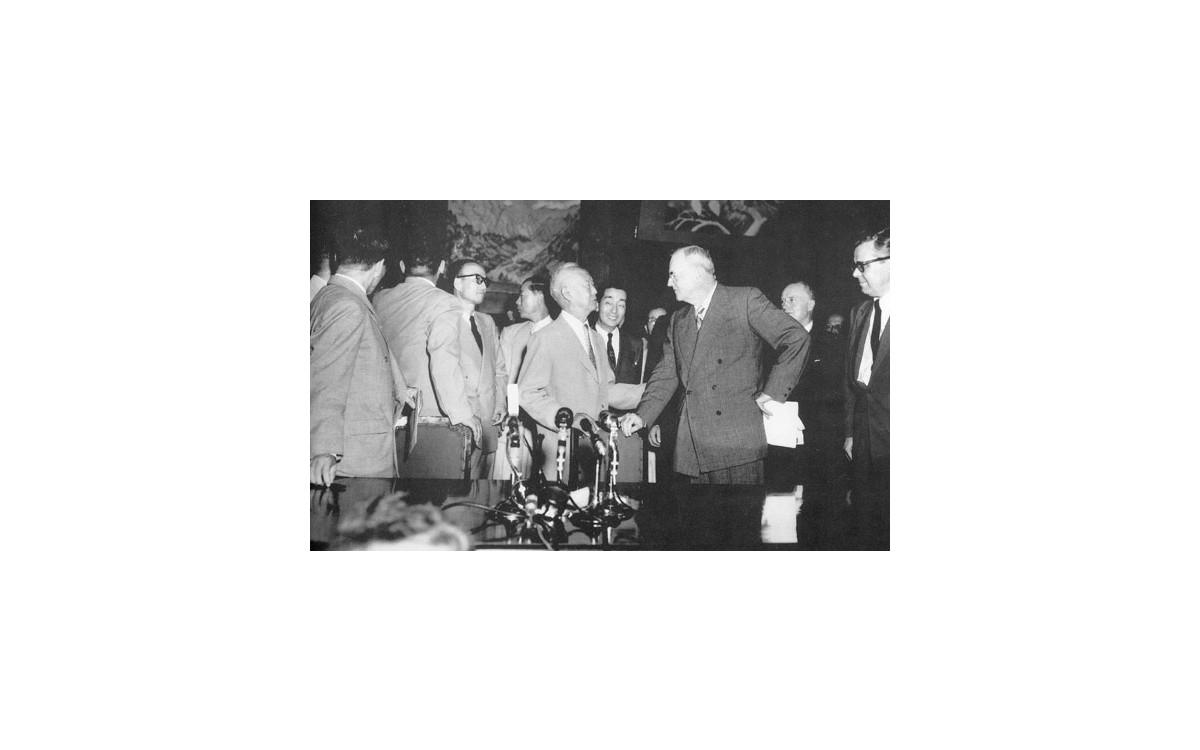 덜레스 미국 국무장관과 한미상호방위조약 체결 (1953년 8월 8일)<br />