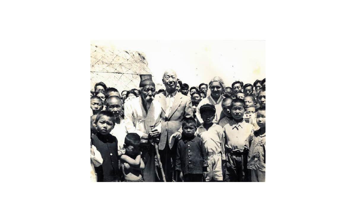 이승만 대통령 부부의 거제도 방문 (1951년)<br />