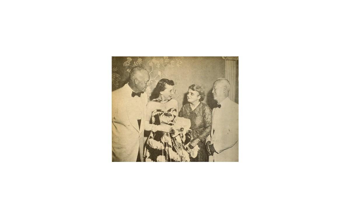 아이젠하워 대통령 내외는 이승만 대통령 내외를 백악관으로 초청했다. (1954년 7월 26일)<br />이틀 후 이승만 대통령 내외는 워싱턴 DC 메이플라워 호텔에서 아이젠하워 대통령 내외를 위한 만찬회를 베풀었다.