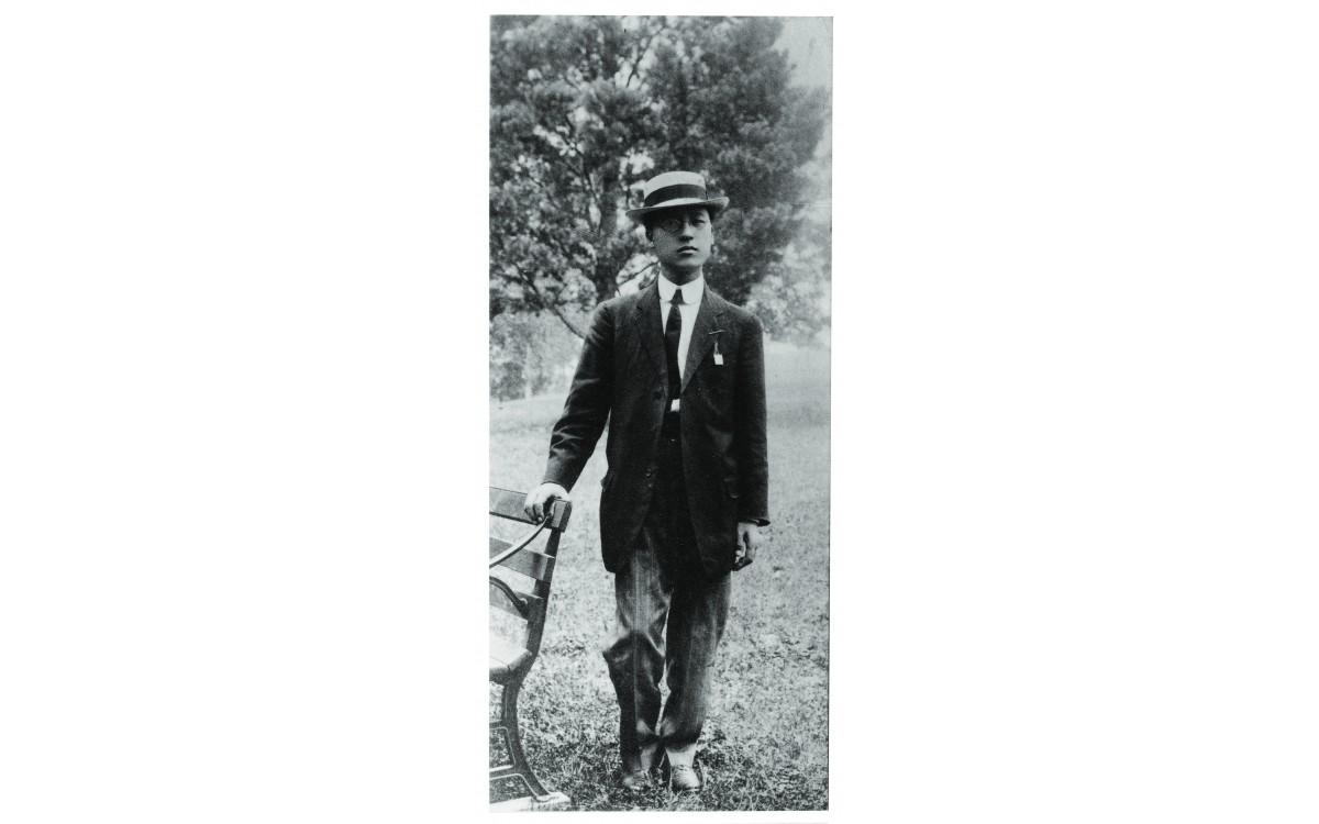 이승만이 워싱턴 D. C.의 조지 워싱턴대를 졸업할 무렵 (1907년 7월)<br />학비는 장학금으로 면제받고, 생활비는 한국과 동양에 관한 강연으로 조달했다.